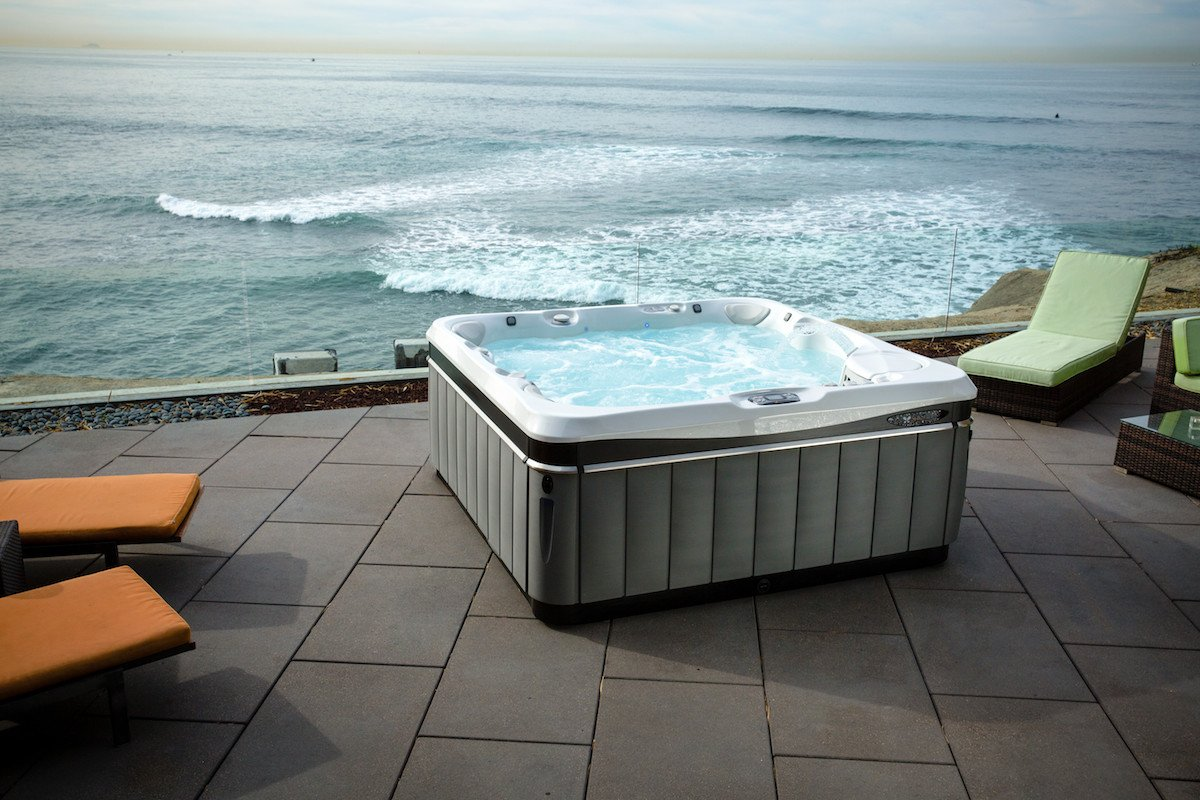 Caldera Spas® Utopia® Series vs. Jacuzzi® J-500™ Collection ...